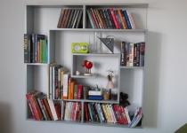 nowoczesna półka na książki