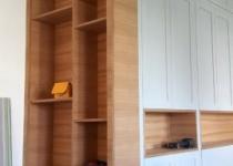 Zabudowa szafy - szafa z półkami